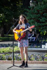 Фото девушки с гитарой – Уличная татуировка (street tattoo)-29.09.2020-tatufoto.com 2