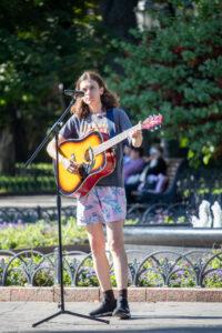 Фото девушки с гитарой – Уличная татуировка (street tattoo)-29.09.2020-tatufoto.com