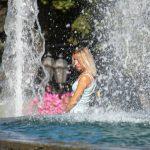 Фото людей у фонтана около Оперного – 17.09.2020 – tatufoto.com 1