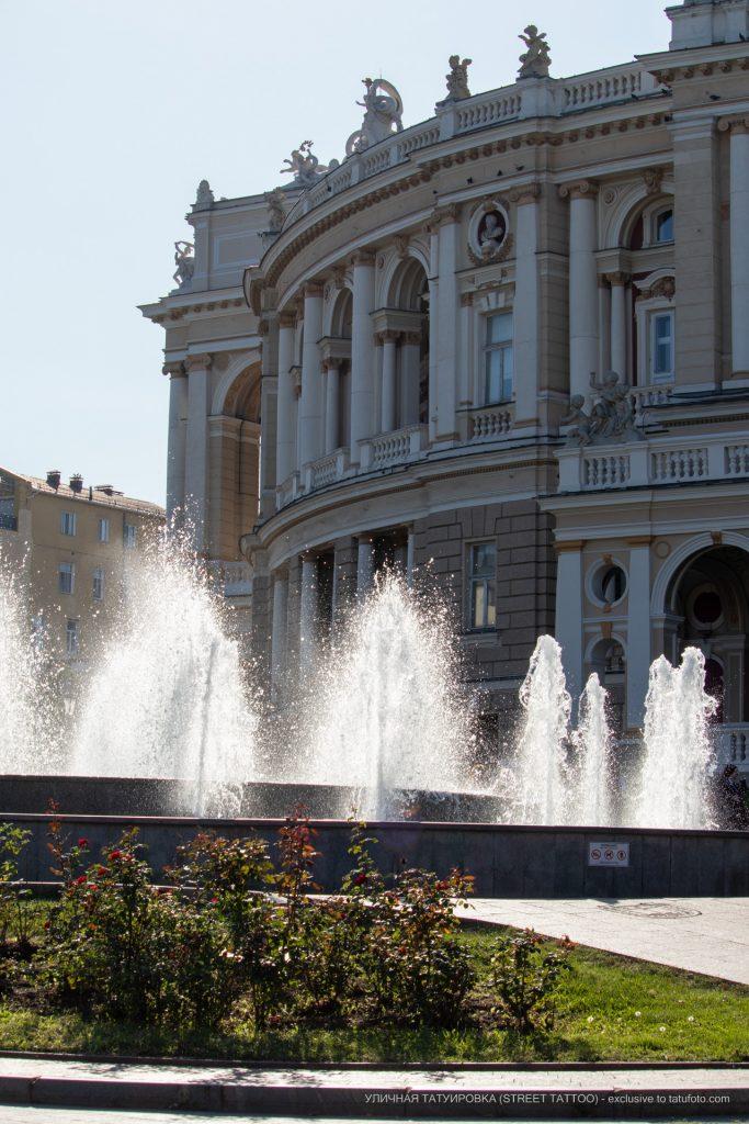 Фото людей у фонтана около Оперного – 17.09.2020 – tatufoto.com 8