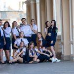 Фото студентов которые фотографируются у Одесского Оперного Театра – 17.09.2020 – tatufoto.com 1