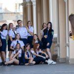 Фото студентов которые фотографируются у Одесского Оперного Театра – 17.09.2020 – tatufoto.com 2