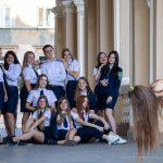 Фото студентов которые фотографируются у Одесского Оперного Театра – 17.09.2020 – tatufoto.com 3