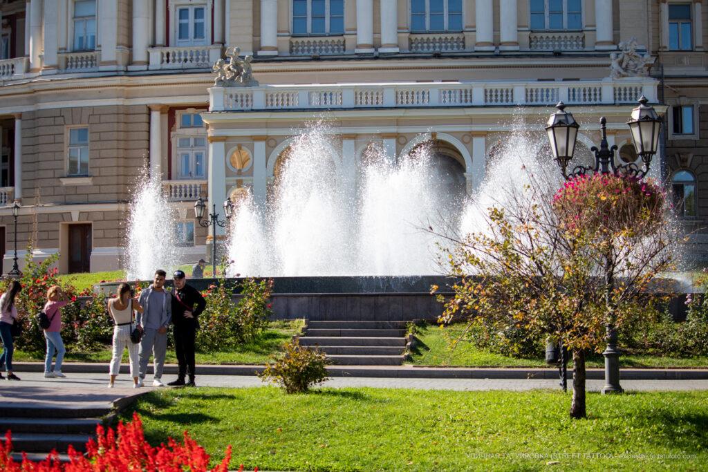 Фото фонтана у Оперного театра Одессы – Уличная татуировка (street tattoo)-29.09.2020-tatufoto.com 1