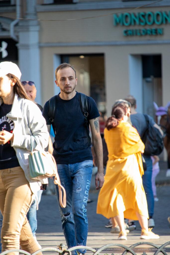 Фрагмент тату на левом плече парня – Уличная татуировка (street tattoo)-29.09.2020-tatufoto.com 2