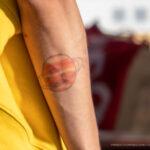 Цветная татуировка планета Сатурн с кольцом на руке парня – Уличная татуировка (street tattoo)-29.09.2020-tatufoto.com 4