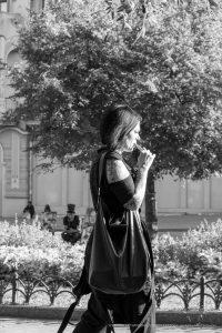Черно красная тату рукавом с цветами на правой руке девушки --Уличная тату-street tattoo-21.09.2020-tatufoto.com 3