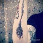 Рисунок татуировки с метлой - фото 3