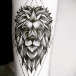 татуировка льва на предплечье 25.10.2020 №023 -forearm tattoo- tatufoto.com