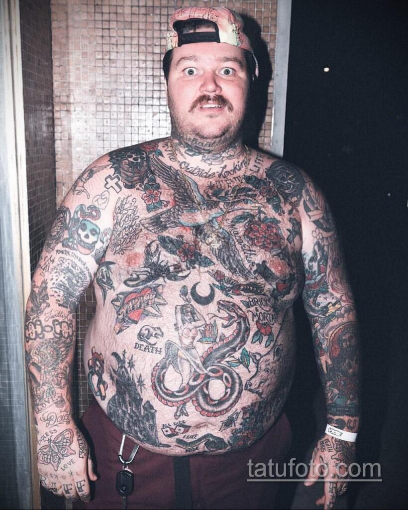 Фото мужской тату 18.11.2020 №033 -beautiful tattoo guy- tatufoto.com