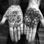 Фото рисунка тату с треугольником 22.11.2020 №015 -triangle tattoo- tatufoto.com