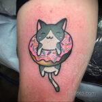 Фото татуировки с пончиком 22.11.2020 №001 -donut tattoo- tatufoto.com