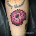 Фото татуировки с пончиком 22.11.2020 №199 -donut tattoo- tatufoto.com