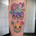 Фото татуировки с пончиком 22.11.2020 №200 -donut tattoo- tatufoto.com