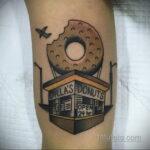 Фото татуировки с пончиком 22.11.2020 №231 -donut tattoo- tatufoto.com
