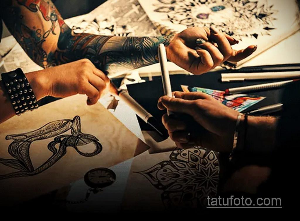 Фото тату мастер в работе 16.11.2020 №010 -tattoo artist at work- tatufoto.com