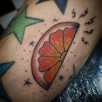Пример рисунка татуировки апельсином 12.12.2020 №1065 -orange tattoo- tatufoto.com