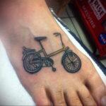 Пример рисунка татуировки про велосипед 15.12.2020 №251 -bike tattoo- tatufoto.com