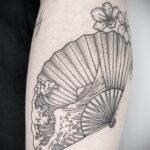 Пример рисунка татуировки с веером 13.12.2020 №117 -fan tattoo- tatufoto.com
