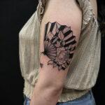 Пример рисунка татуировки с веером 13.12.2020 №129 -fan tattoo- tatufoto.com