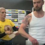 Джастин Тимберлейк продемонстрировал крутую татуировку с тигром на плече - фото 4