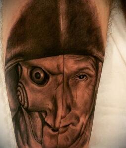 Джон Крамер (Пила) – фото тату 13.01.2021 №0030 -saw tattoo- tatufoto.com