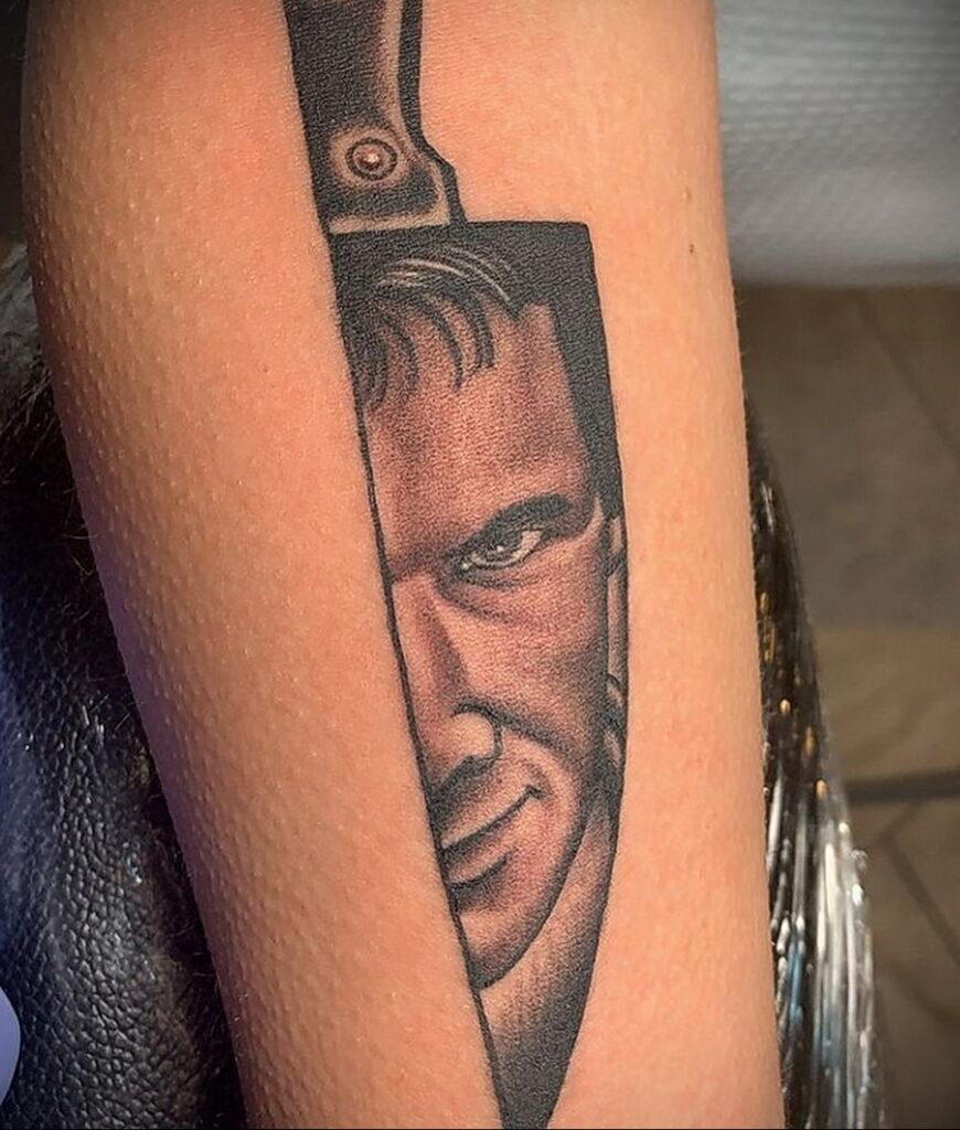 Норман Бейтс – фото тату 13.01.2021 №0008 -Norman Bates tattoo- tatufoto.com