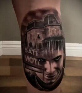 Норман Бейтс – фото тату 13.01.2021 №0010 -Norman Bates tattoo- tatufoto.com
