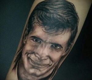 Норман Бейтс – фото тату 13.01.2021 №0014 -Norman Bates tattoo- tatufoto.com