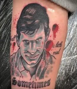 Норман Бейтс – фото тату 13.01.2021 №0018 -Norman Bates tattoo- tatufoto.com