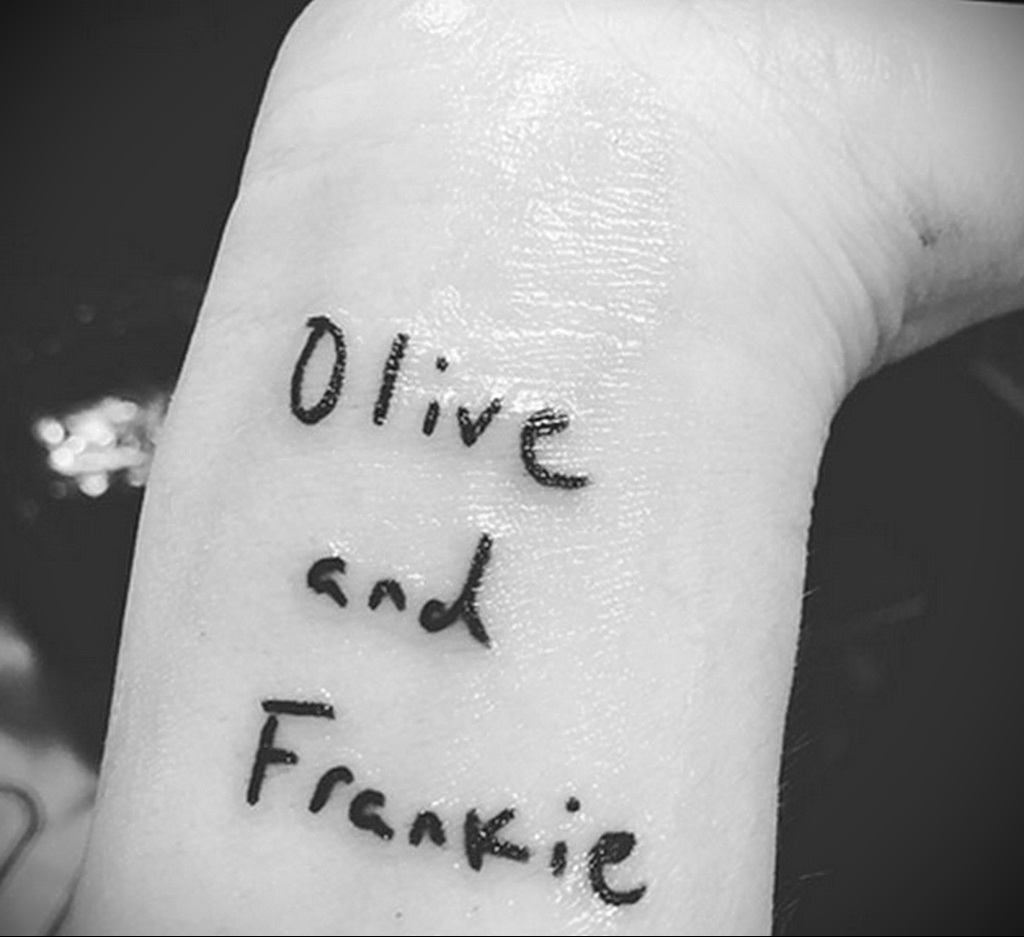 Тату Дрю Бэрримор в честь дочерей - Drew Barrymore tattoo in honor of daughters 1