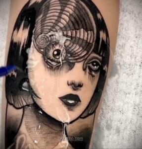 Тату ужас Дзюндзи Ито 12.01.2021 №0048 -horror tattoo Junji Ito- tatufoto.com