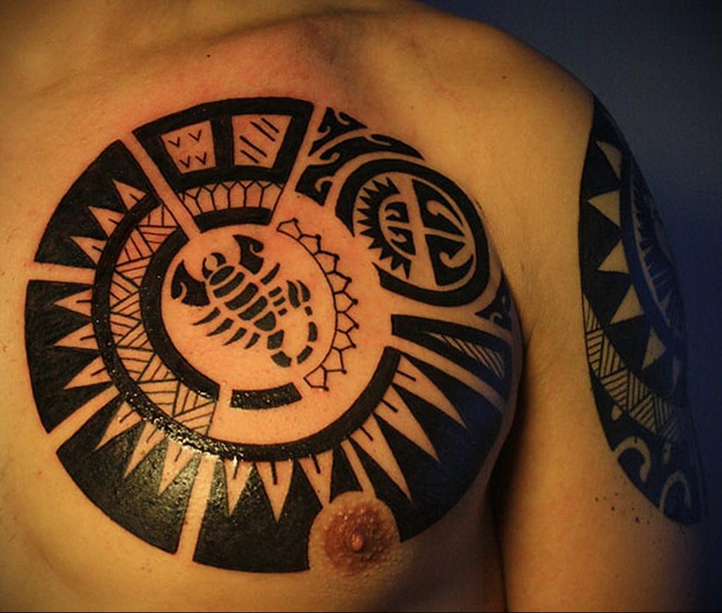 Фото Тату скорпион на груди 16.01.2021 №0033 -scorpion tattoo on chest- tatufoto.com