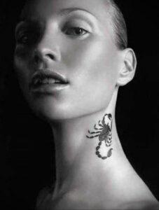 Фото Тату скорпион на шее 16.01.2021 №0016 -scorpion tattoo on neck- tatufoto.com