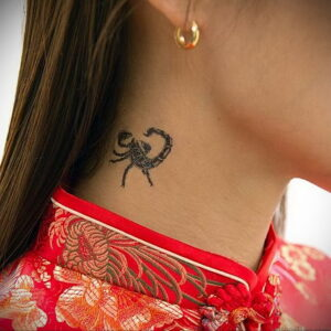 Фото Тату скорпион на шее 16.01.2021 №0032 -scorpion tattoo on neck- tatufoto.com