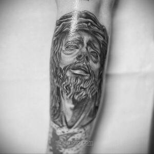 Фото Тату с Иисусом Христом 11.01.2021 №10064 -jesus tattoo- tatufoto.com