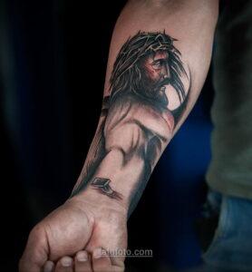 Фото Тату с Иисусом Христом 11.01.2021 №10071 -jesus tattoo- tatufoto.com