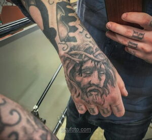 Фото Тату с Иисусом Христом 11.01.2021 №10078 -jesus tattoo- tatufoto.com