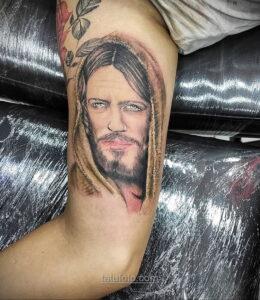 Фото Тату с Иисусом Христом 11.01.2021 №10125 -jesus tattoo- tatufoto.com