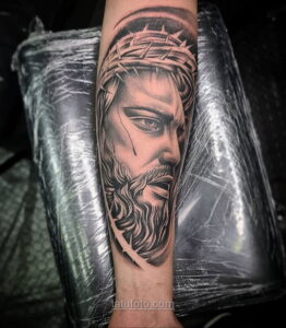 Фото Тату с Иисусом Христом 11.01.2021 №10146 -jesus tattoo- tatufoto.com