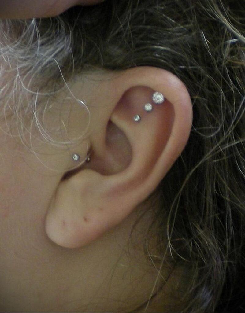 Фото Хрящевой пирсинг 29.01.2021 №0020 - Cartilage piercing - tatufoto.com