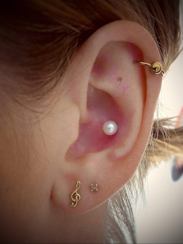 Фото Хрящевой пирсинг 29.01.2021 №0437 - Cartilage piercing - tatufoto.com