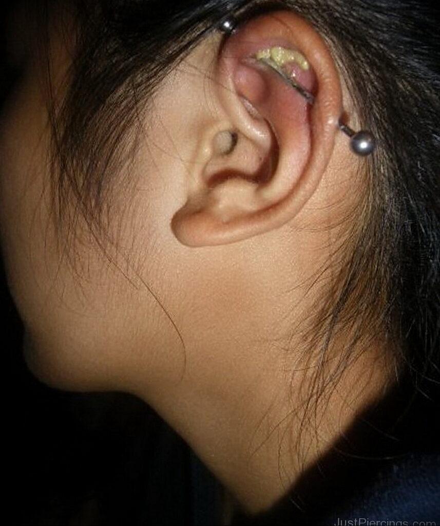 Фото Хрящевой пирсинг 29.01.2021 №0438 - Cartilage piercing - tatufoto.com