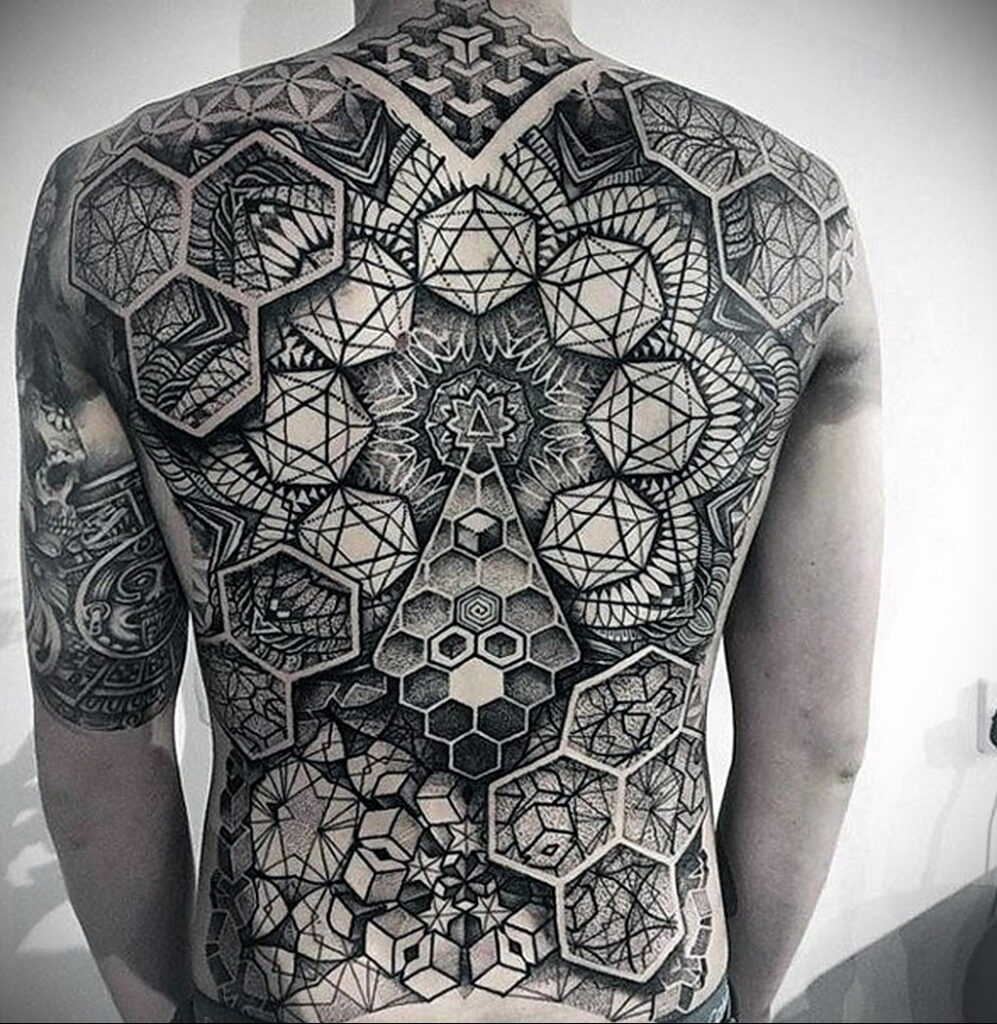 Фото интересного рисунка татуировки 08.01.2021 №1090 -interesting tattoo- tatufoto.com