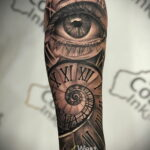 Фото тату часы и глаз 19.01.2021 №0056 -eye tattoo clock-tatufoto.com