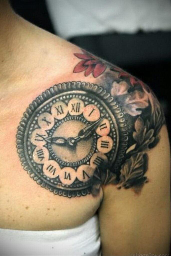 Фото тату часы на груди 17.01.2021 №0042 -clock tattoo on chest-tatufoto.com