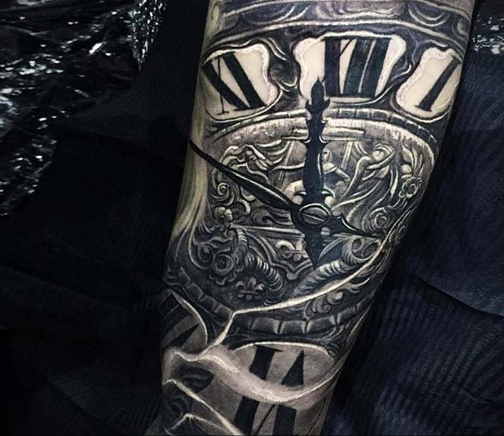 Фото тату часы на предплечье 19.01.2021 №0019 -forearm clock tattoo-tatufoto.com