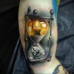 Фото тату часы песочные 19.01.2021 №0009 -hourglass tattoo-tatufoto.com