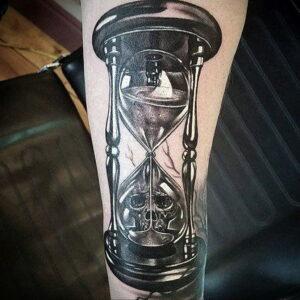 Фото тату часы песочные 19.01.2021 №0191 -hourglass tattoo-tatufoto.com