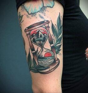 Фото тату часы песочные 19.01.2021 №0192 -hourglass tattoo-tatufoto.com